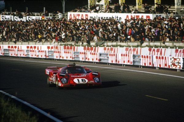 Le Mans, France. 12-13 June 1971.Chris Craft/David Weir (Ferrari 512M), 4th position.World Copyright: LAT PhotographicRef: 35mm transparency 71LM14