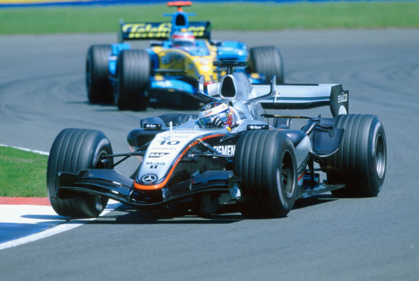 2005 British Grand Prix. Silverstone, England. 8th - 10th July 2005 Juan Pablo Montoya, McLaren Mercedes MP4-20 leads Fernando Alonso, Renault R25. Action. World Copyright: Charles Coates/LAT Photographic Ref: 35mm Image A06