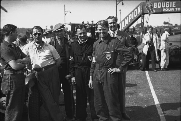 Le Mans, France. 18th June 1939.The Lagonda team photo shoot from Left to Right: Arthur Dobson, Charles Brackenbury, Earl Howe (RAC Re[resentative), Lord Waleran, Lord Selsden and Alan Good after finishing in 3rd & 4th posiations, portrait. World Copyright: LAT Photographic.Ref: Autocar Used Pic 23rd June 1939 Pg 1085, Neg - L162 - 22A.