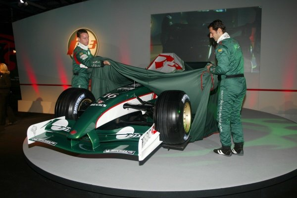 Eddie Irvine (GBR) and Pedro De La Rosa (ESP) Unveil the New Jaguar Cosworth R3.
