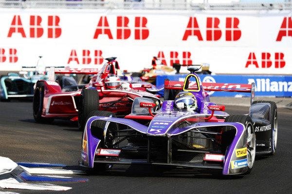 Sam Bird (GBR), DS Virgin Racing, DS Virgin DSV-03, leads Jérôme d'Ambrosio (BEL), Dragon Racing, Penske EV-2.