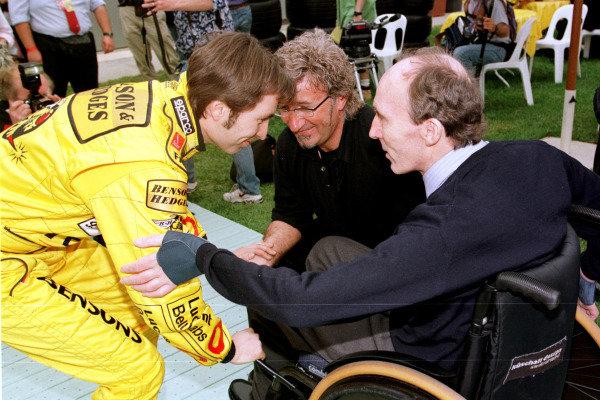 1999 Australian Grand Prix.Albert Park, Melbourne, Australia. 5-7 March 1999.Heinz-Harald Frentzen (Jordan Mugen Honda) talks to Eddie Jordan and Frank Williams.World Copyright - Photo 4/LAT Photographic