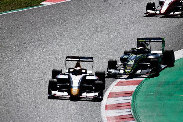 Yuki Tsunoda (JPN, Jenzer Motorsport) and Felipe Drugovich (BRA, Carlin Buzz Racing)