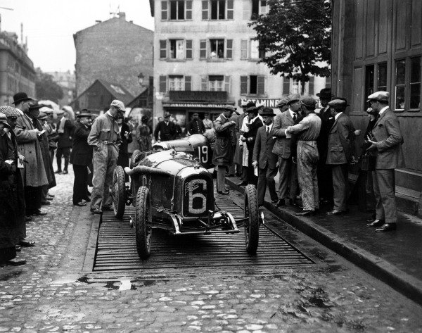 1922 French Grand Prix. Strasbourg, France. 15-16 July 1922. The Rolland Pilain A22's of Albert Guyot (6) and Louis Wagner (19). Unfortunately they were the first two retirements of the race. World Copyright - LAT Photographic Ref: Autocar Glass Plate A653