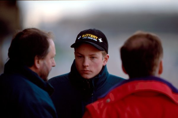Kimi Raikkonen (FIN) talkks with Haywood Racings Jim Warren (GBR) at his first car test.