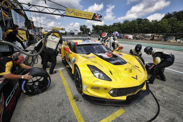 #3 Corvette Racing Corvette C7.R, GTLM: Jan Magnussen, Antonio Garcia, pit stop