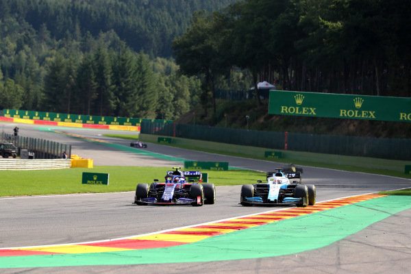 Pierre Gasly, Toro Rosso STR14, battles with George Russell, Williams Racing FW42
