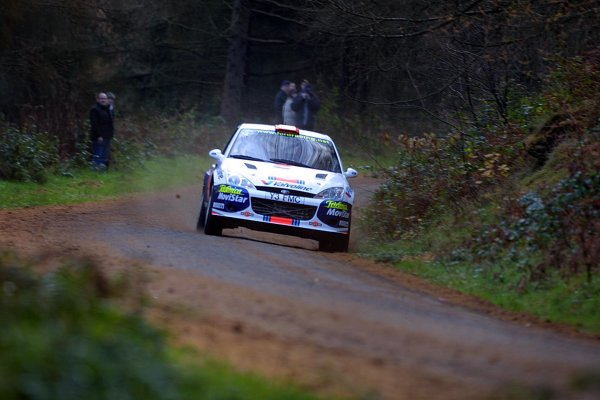 2001 FIA World Rally Championship.Rally Of Great Britain. Cardiff, Wales. November 22-25th.Carlos Sainz, Ford Focus RS WRC.Stage One.Photo: Paul Dowker/LAT Photographic.World - LAT Photographic.8 9mb DIgital File Only