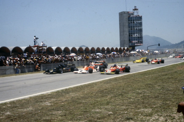 Pole sitter Ronnie Peterson, Lotus 78 Ford leads James Hunt, McLaren M26 Ford and Carlos Reutemann, Ferrari 312T2 at the start.