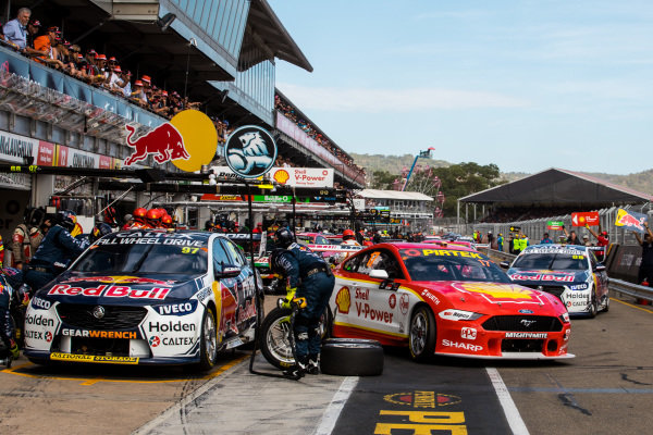 Scott McLaughlin, DJR Team Penske Ford, Shane van Gisbergen, Triple Eight Race Engineering Holden