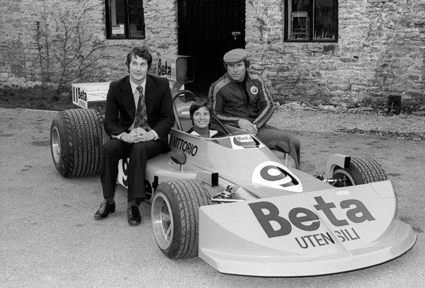 Lella Lombardi (ITA),Vittorio Brambilla (ITA) (Right) and Robin Herd (GB) (Left) March Designer with the March 761. Formula One World Championship, England, C. Early 1976.