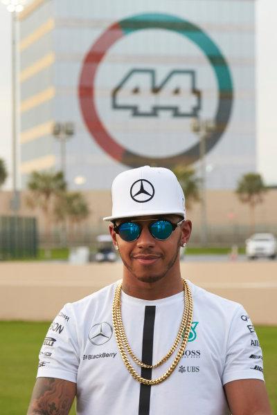 Yas Marina Circuit, Abu Dhabi, United Arab Emirates. Thursday 26 November 2015. Lewis Hamilton, Mercedes AMG. World Copyright: Steve Etherington/LAT Photographic ref: Digital Image SNE13692