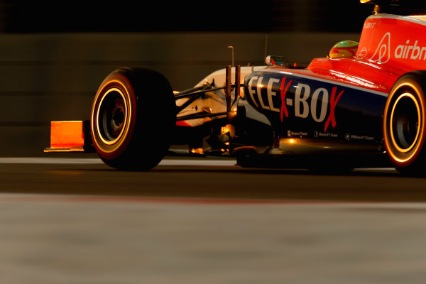 Yas Marina Circuit, Abu Dhabi, United Arab Emirates. Saturday 28 November 2015. Raffaele Marciello, Sauber C34 Ferrari. World Copyright: Glenn Dunbar/LAT Photographic ref: Digital Image _89P0449