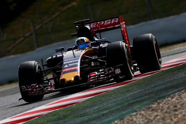 Circuit de Catalunya, Barcelona, Spain. Wednesday 13 May 2015. Carlos Sainz Jr, Toro Rosso STR10 Renault.  World Copyright: Alastair Staley/LAT Photographic. ref: Digital Image _79P5112