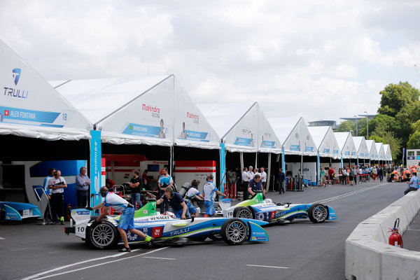 2014/2015 FIA Formula E Championship. London e-Prix, Battersea Park, London, UK. Saturday 27 June 2015. Jarno Trulli (ITA)/Trulli Racing - Spark-Renault SRT_01E and Alex Fontana (SUI)/Trulli Racing - Spark-Renault SRT_01E get pushed back into their garages. World Copyright: Steven Tee/LAT Photographic/Formula E. ref: Digital Image _L4R9451