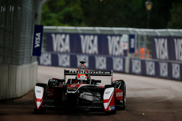 2014/2015 FIA Formula E Championship. London ePrix, Battersea Park, London, United Kingdom. Sunday 28 June 2015 Karun Chandhok (IND)/Mahindra Racing - Spark-Renault SRT_01E  Photo: Zak Mauger/LAT/Formula E ref: Digital Image _L0U0252