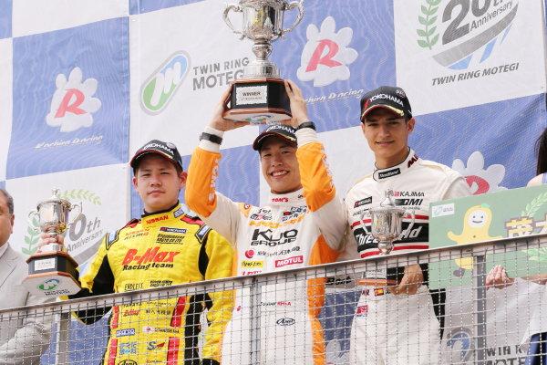 2017 Japanese Formula 3 Championship. Motegi, Japan. 29th - 230th July 2017. Rd 14 15 & 16. Rd15 Winner Sho Tsuboi ( #1 Corolla Chukyo Kuo TOM?S F317 ) 2nd position Mitsunori Takaboshi ( #23 B-MAX NDDP F3 ) 3rd position Alex Palou ( #12 ThreeBond Racing with DRAGO CORSE ) podium portrait World Copyright: Yasushi Ishihara / LAT Images. Ref: 2017JF3_R14_16_12