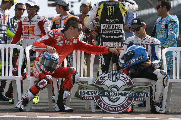 Indianapolis Grand Prix, Indianapolis, USA.28th - 30th August 2009.Nicky Hayden Ducati Marlboro Team checks out Jorge Lorenzos special helmet paint design.World Copyright: Martin Heath/LAT Photographic ref: Digital Image SE5K4188