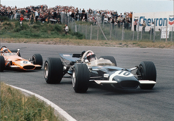 Zandvoort, Holland.19-21 June 1969.Jo Siffert (Lotus 49B Ford) leads Bruce McLaren (McLaren M7C Ford). Siffert finished in 2nd position.Ref-35mm 69 HOL 17.World Copyright - LAT Photographic