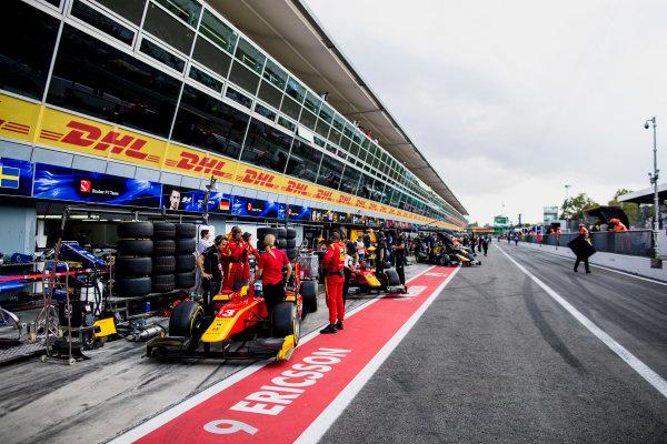 2017 FIA Formula 2 Round 9. Autodromo Nazionale di Monza, Monza, Italy. Friday 1 September 2017. Nyck De Vries (NED, Racing Engineering), Gustav Malja (SWE, Racing Engineering).  Photo: Zak Mauger/FIA Formula 2. ref: Digital Image _56I6473