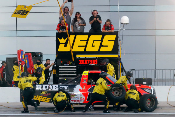 NASCAR Camping World Truck Series Las Vegas 350 Las Vegas Motor Speedway, Las Vegas, NV USA Saturday 30 September 2017 Cody Coughlin, Ride TV/ Jegs Toyota Tundra pit stop World Copyright: Russell LaBounty LAT Images