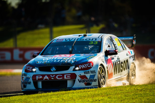 2017 Supercars Championship Round 7.  Townsville 400, Reid Park, Townsville, Queensland, Australia. Friday 7th July to Sunday 9th July 2017. Garth Tander drives the #33 Wilson Security Racing GRM Holden Commodore VF. World Copyright: Daniel Kalisz/ LAT Images Ref: Digital Image 070717_VASCR7_DKIMG_2254.jpg