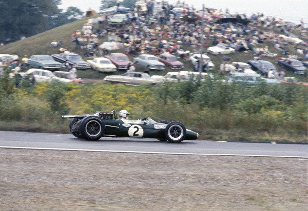 Mosport Park, Ontario, Canada. 25 - 27 August 1967.Denny Hulme (Brabham BT24-Repco), 2nd position, action. World Copyright: LAT Photographic.Ref:  67CAN17