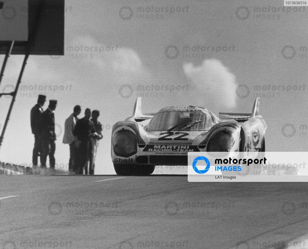 Le Mans, France. 12th - 13th June 1971.Helmut Marko/Gijs van Lennep (Porsche 917k), 1st position, action. World Copyright: LAT Photographic.Ref: B/WPRINT.