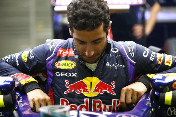 Marina Bay Circuit, Singapore. Thursday 18 September 2014. Daniel Ricciardo, Red Bull Racing. World Copyright: Andy Hone/LAT Photographic. ref: Digital Image _ONZ1882