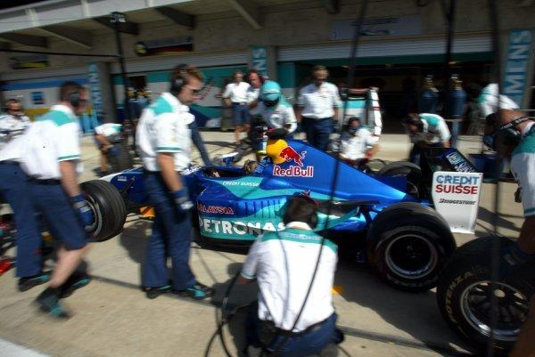 Sauber pitstop practice.Formula One World Championship, Rd15, United States Grand Prix, Preparations, Indianapolis, USA, 25 September 2003.DIGITAL IMAGE