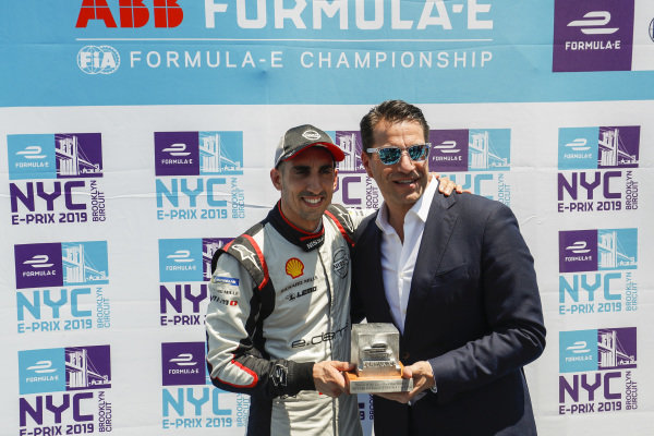 Sébastien Buemi (CHE), Nissan e.Dams accepts the pole position award from Marco Parroni, Head of Global Sponsoring and Managing Director SA Julius Baer
