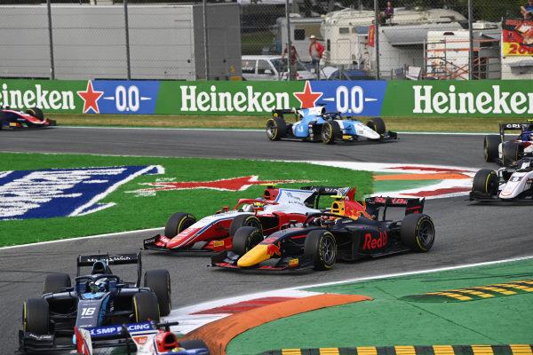 Oscar Piastri (AUS, Prema Racing), battles with Jehan Daruvala (IND, Carlin)