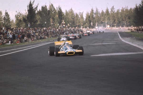 1970 Mexican Grand Prix.Mexico City, Mexico.23-25 October 1970.Jack Brabham (Brabham BT33 Ford) leads Pedro Rodriguez (BRM P153). Rodriguez finished in 6th position.Ref-70 MEX 62.World Copyright - LAT Photographic