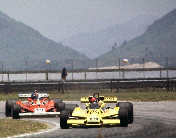 1978 Brazilian Grand Prix. Jacarepagua, Rio de Janeiro, Brazil. 27-29 January 1978. Emerson Fittipaldi (Fittipaldi F5A Ford), 2nd position leads Gilles Villeneuve (Ferrari 312T2), retired, action. World Copyright: LAT Photographic. Ref: 78BR03.