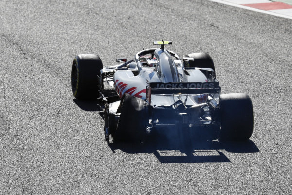 Kevin Magnussen, Haas F1 Team VF-18, with his rear tyre burst after connecting with Charles Leclerc, Sauber C37 Ferrari