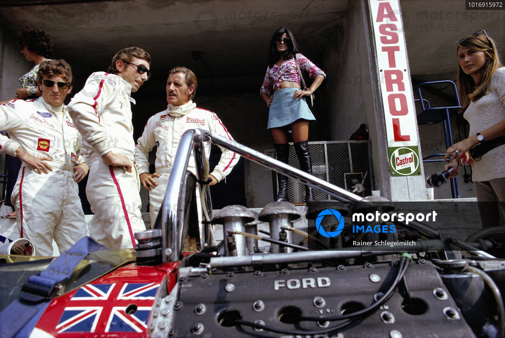 From left to right: Bette Hill, Jochen Rindt, Jo Siffert, Graham Hill, Simone Siffert and Nina Rindt.