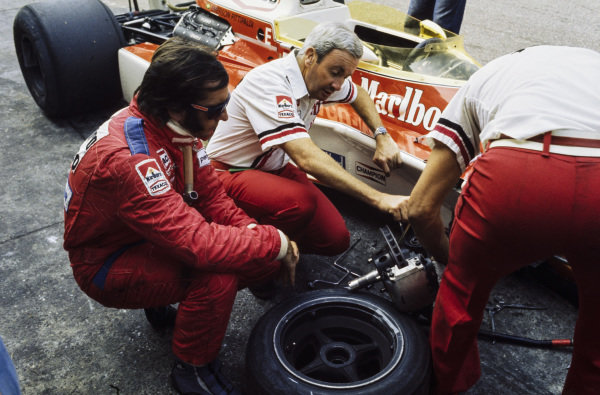 Emerson Fittipaldi with Teddy Mayer alongside his McLaren M23 Ford.