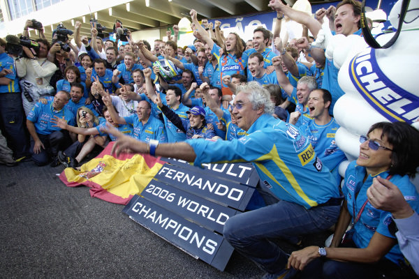 Fernando Alonso celebrating his second consecutive championship title with his Renault team in the pitlane.