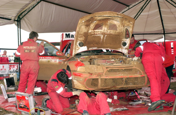 2001 World Rally Championship.Nairobi, Kenya. July 20-22, 2001Tommi Makinen's car in service on the final leg.Photo: Ralph Hardwick/LAT