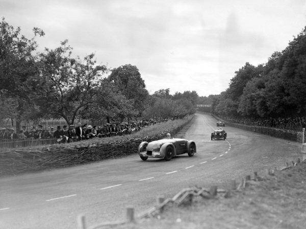 Eugène Chaboud / Jean Tremoulet, Delahaye 135CS, leads Jean Viale / Albert Alin, A. Gordini, Simca Cinq Fiat, and Luigi Chinetti / Louis Chiron / Talbot T150C.