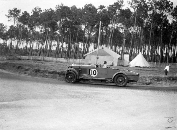 Brian Lewis / Johnny Hindmarsh, Fox & Nicholl, Talbot AV105.
