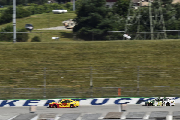 #22: Joey Logano, Team Penske, Ford Mustang Shell Pennzoil, #14: Clint Bowyer, Stewart-Haas Racing, Ford Mustang One Cure