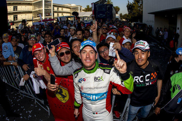 Benito Guerra (MEX) poses for a photo with fans after the Race of Champions on Sunday 20 January 2019 at Foro Sol, Mexico City, Mexico