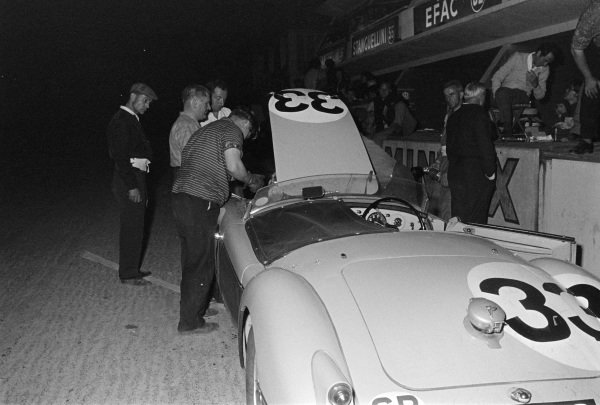 Ted Lund / Colin Escott, F.W.R. Lund, MG A - BMC B-series TwinCam, makes a pitstop during the night.
