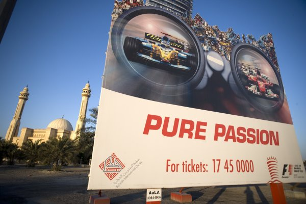 2006 Bahrain Grand Prix - Thursday Preview Bahrain International Circuit, Sakhir, Bahrain 9th - 12th March. Advertising tickets on a billboard. World Copyright: Steven Tee/LAT Photographic ref: Digital Image VY9E9984.