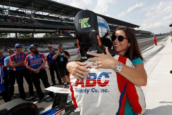 Tony Kanaan, A.J. Foyt Enterprises Chevrolet with wife Lauren
