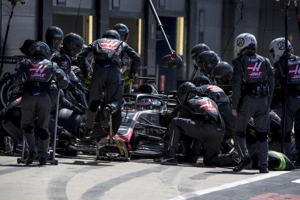 Romain Grosjean, Haas F1 Team VF-18 Ferrari, makes a pit stop.