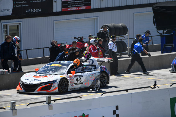 Pirelli World Challenge Victoria Day SpeedFest Weekend Canadian Tire Motorsport Park, Mosport, ON CAN Saturday 20 May 2017 Ryan Eversley/ Tom Dyer pit stop World Copyright: Richard Dole/LAT Images ref: Digital Image RD_CTMP_PWC17090