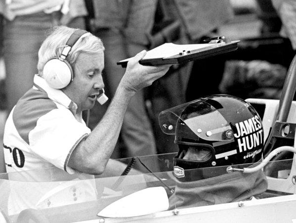 1976 Formula 1 World Championship.Teddy Mayer and James Hunt.World Copyright: LAT Photographicref: b&w print