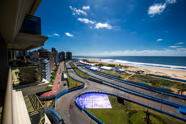 2015/2016 FIA Formula E Championship. Testing, Punta del Este, Uruguay. Sunday 20 December 2015. Loic Duval (FRA), Dragon Racing - Venturi VM200-FE-01. Photo: Zak Mauger/LAT/Formula E ref: Digital Image _L0U9625